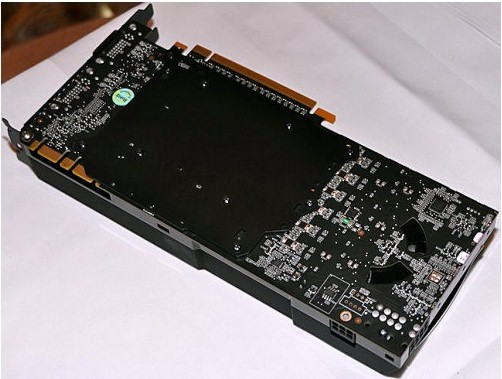 """Foto da placa """"fake"""" utilizada na apresentação. Reparem na falta de soldas nas conexões DVI e também nas de energia."""
